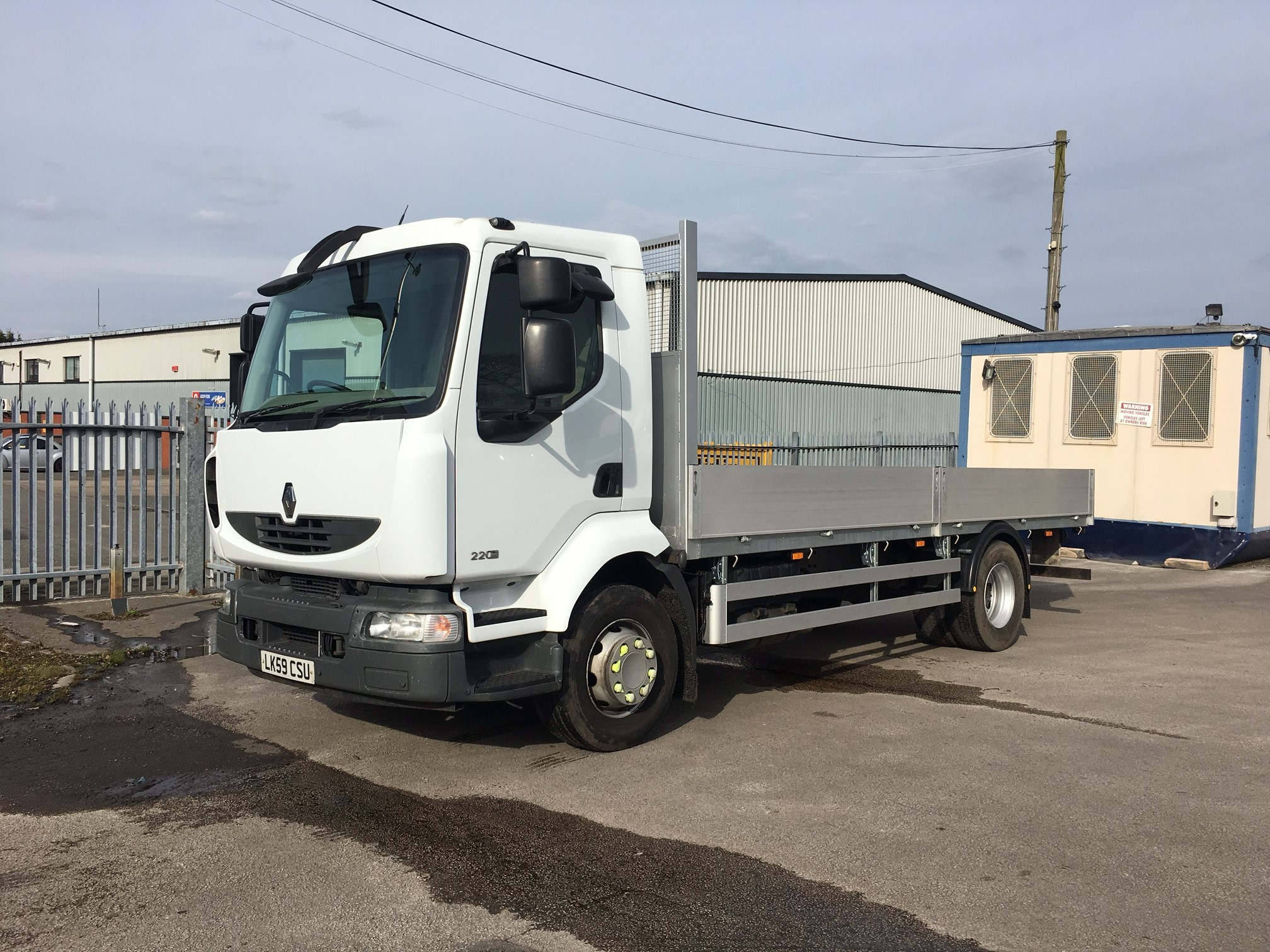 2009 Renault D16 220 18ft Scaffold body Image