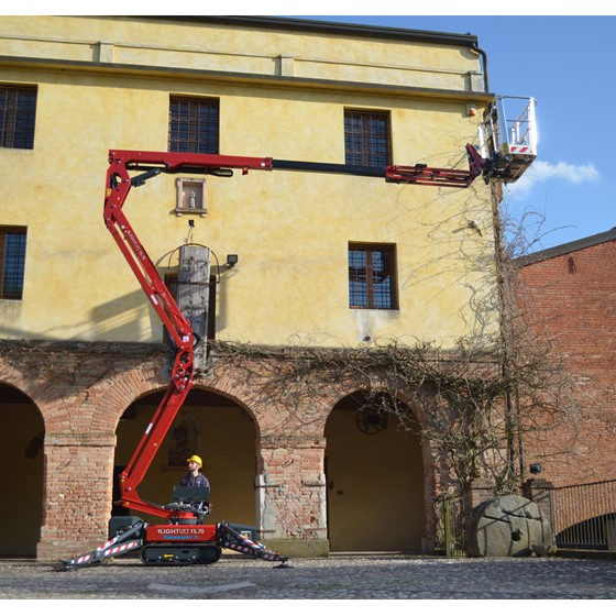 15M Tracked articulated boom Image